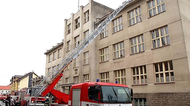 Evakuace školy VOŠ, SPŠ a OA Čáslav.