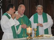 Svá vysvědčení převzali také studenti církevního gymnázia