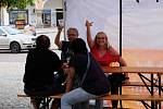 Hudební produkce kapely PKR před promítáním kinematografu bratří Čadíků na Palackého náměstí v Kutné Hoře.