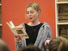 V kutnohorské knihovně četli knihu Anny Gavaldy.