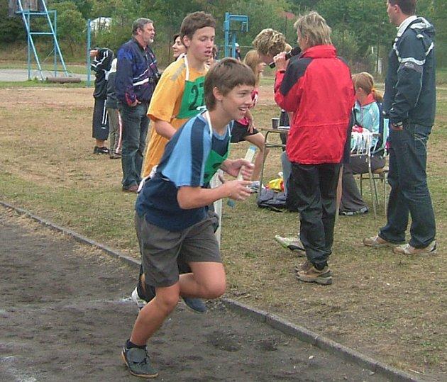 I přes chladné podzimní počasí šli žáci kutnohorských základních škol do boje o zlaté medaile s úsměvem.