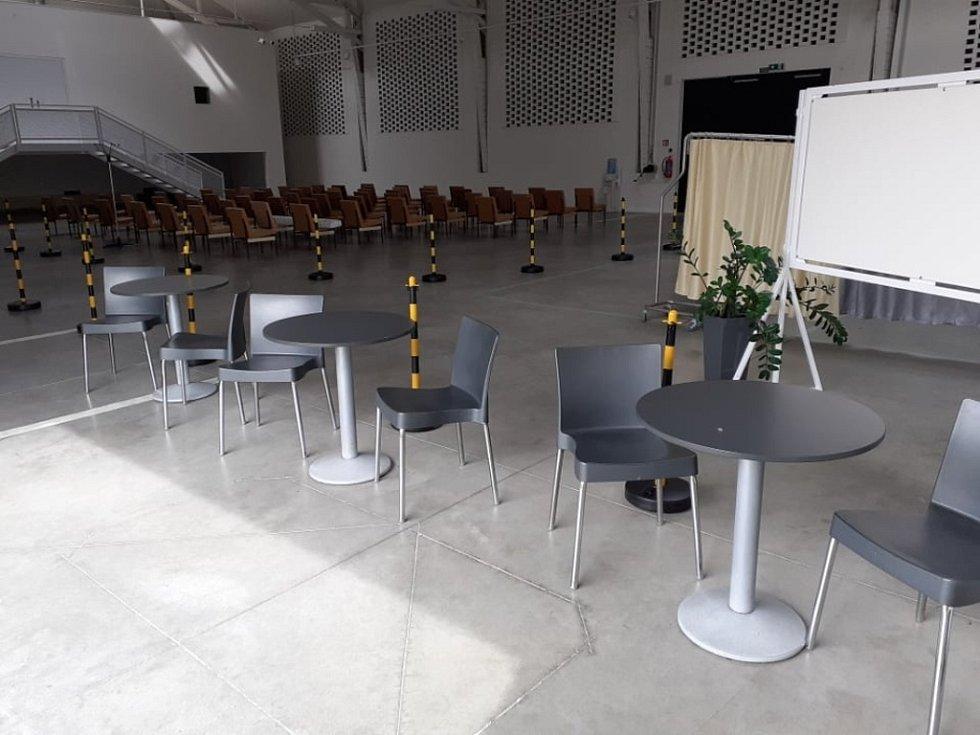 Očkovací centrum Nemocnice Kutná Hora v kongresovém centru Galerie Středočeského kraje před zahájením provozu.