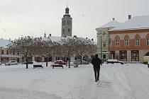 Zasněžené centrum Kutné Hory v pondělí 8. února 2021.