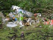 Rybník Homolka připomíná smetiště.