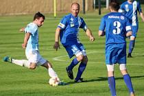 Fotbalisté Hlízova porazili Sadskou 2:0 a drží druhé místo před třetí Čáslaví B.