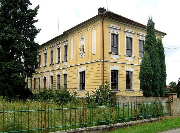 Bývalá škola v Kobylnicích