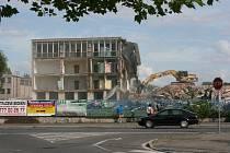 Demolice budov v bývalém areálu společnosti Avia v Kutné Hoře.