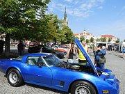 Tradiční sraz vozů Porsche a Chevrolet Corvette se uskutečnil na čáslavském náměstí Jana Žižky z Trocnova.