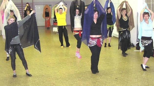 Břišní tance v čáslavském domě dětí a mládeže.