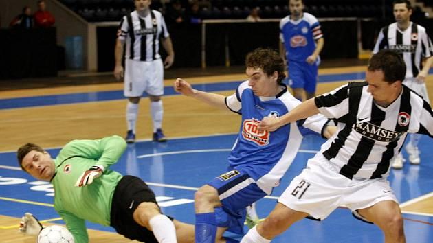 Z utkání I. ligy futsalu Torf Pardubice - Benago Zruč n. S. (3:3).