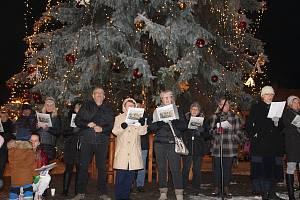 Česko zpívá koledy na Palackého náměstí v Kutné Hoře.