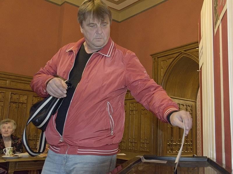 Parlamentní volby na zámku ve Zruči nad Sázavou.