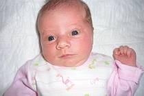 Stela Uhlířová se narodila 5. června v Čáslavi. Vážila 3800 gramů a měřila 54 centimetrů. Doma v Hostačově jí přivítali maminka Iva, tatínek Jaroslav a sestra Ema.
