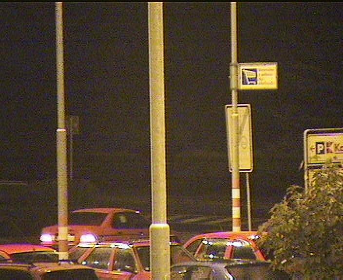 Záběr z kamerového systému, usvědčující muže z porušení zákazu řízení motorových vozidel.