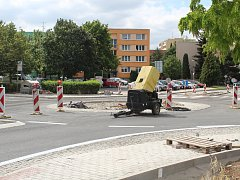 Nové retail centrum v Kutné Hoře roste jako z vody.