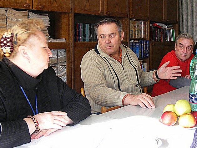 Kutnohorská policejní ředitelka Blanka Matějů při setkání se starosty na Obecním úřadě v Bílém Podolí.