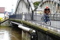 Stav vody 6. 3. 2009 v 10 hodin na řece Doubravě ve Vrdech.