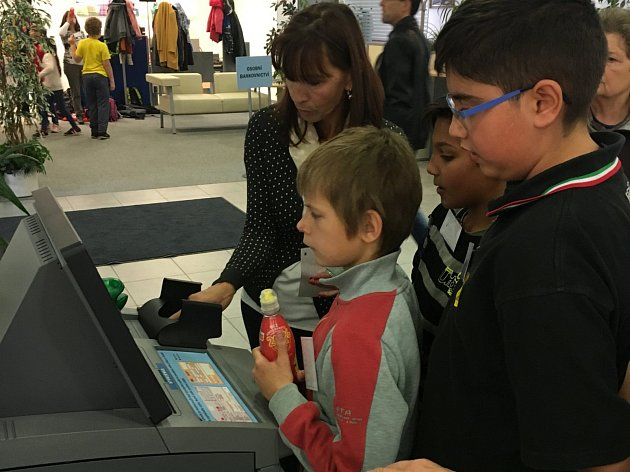 Žáci se učí, jak nakládat s penězi