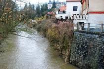 Řeka Doubrava ve Žlebech. Ilustrační foto.