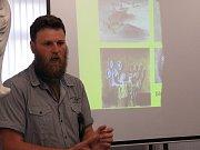 O kanibalismu našich předků přednášel Lubor Smejtek.