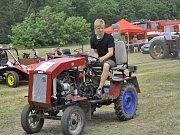 Závody traktorů v obci Brambory.
