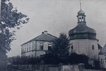 Bývalá škola v Neškaredicích