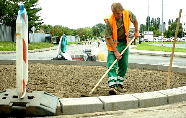 Stavba kruhového objezdu částečně uzavře provoz u obchodního domu Lidl. Stavba potrvá do konce října.