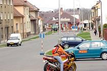 Křižovatka čtyř ulic na příjezdu do centra Čáslavi je kvůli stavbě kruhového objezdu uzavřena.