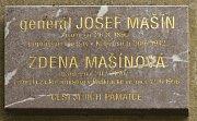 Pamětní deska v Poděbradech na Jiřího náměstí.