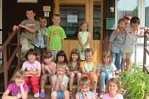 Vstupní dveře do družiny v Základní škole Jana Palacha Kutná Hora využívají prvňáčci.
