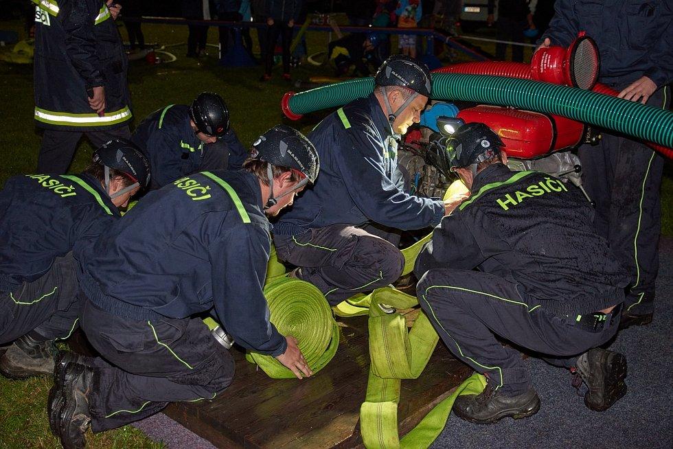 Ze 4. ročníku hasičských nočních závodů ve Zbraslavicích.