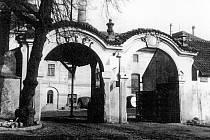 Brána kutnohorského pivovaru na přelomu 19. a 20. století.