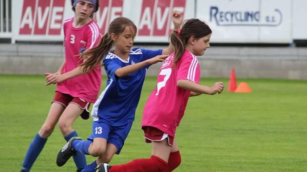 Z přátelského zápasu dívek: FK Čáslav - Výběr Okresního fotbalového svazu Kutná Hora.
