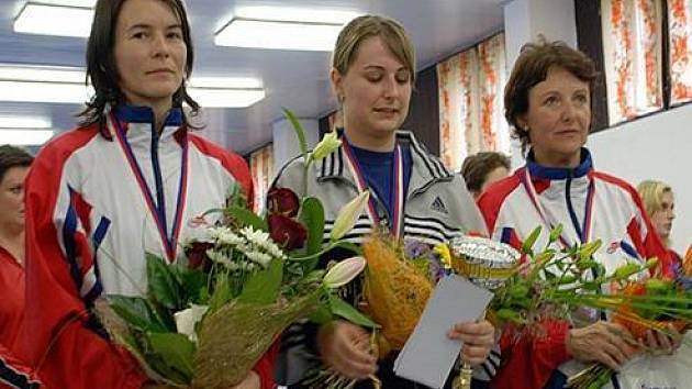 Zleva: 2. místo Šárka Marková (Slavia Praha), 1. místo Kamila Barborová (TJ Sparta Kutná Hora), 3. místo Růžena Smrčková (Slavia Praha).