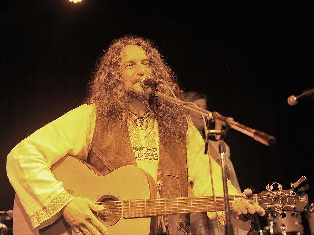 Tomáš Kočko vystoupil v Pivovárku, koncert měl spíše komorní atmosféru.