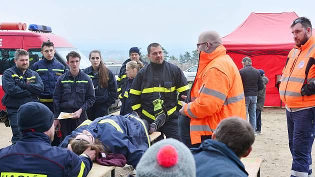 Ve Vysoké se školili hasiči.