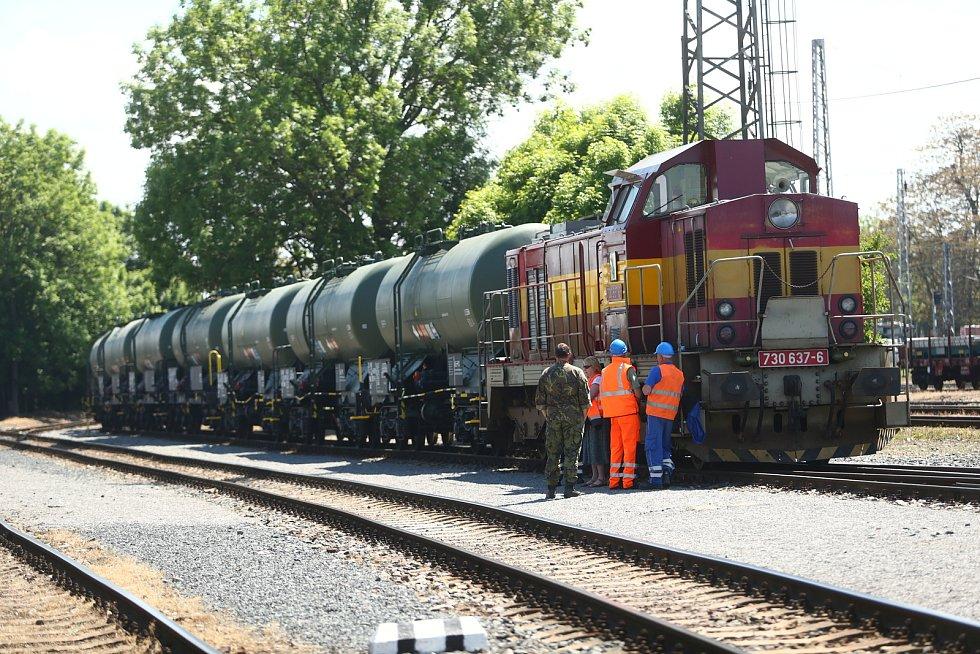 Nehoda vojenské vlečky na nákladovém nádraží v Čáslavi ve čtvrtek 3. června 2021.