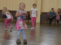 Děti i dospělí opět cvičí ve zbraslavické sportovní hale.