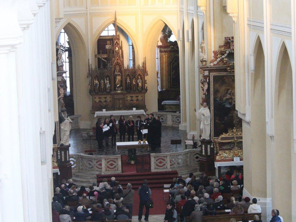 V sedlecké katedrále sledovali putující paprsek, který přivítal jaro