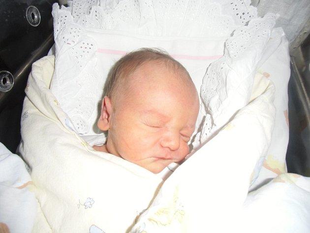 Tobiáš Bezchleba se narodil 14. prosince v Čáslavi. Vážil 3500 gramů a měřil 50 centimetrů. Doma ve Vrdech ho přivítali maminka Marcela, tatínek Vlastimil a bratr Radek.