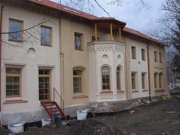Zrekonstruovaný bytový dům v ulici Sportovců v Kutné Hoře.