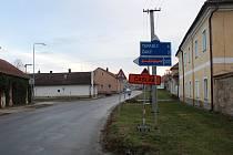 Objížďka kvůli rekonstrukci mostu v Močovicích je minulostí.