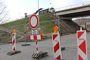 Opravy malínského mostu začaly.