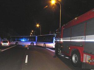 Poškozený autobus bez řidiče v Masarykově ulici v Kutné Hoře