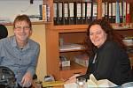 V ředitelně Základní školy Kamenná stezka v Kutné Hoře: Vít Šnajdr a Andrea Melechová Ruthová.