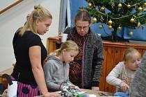 Setkání v Kulturním domě v Hlízově po rozsvícení vánočního stromu.