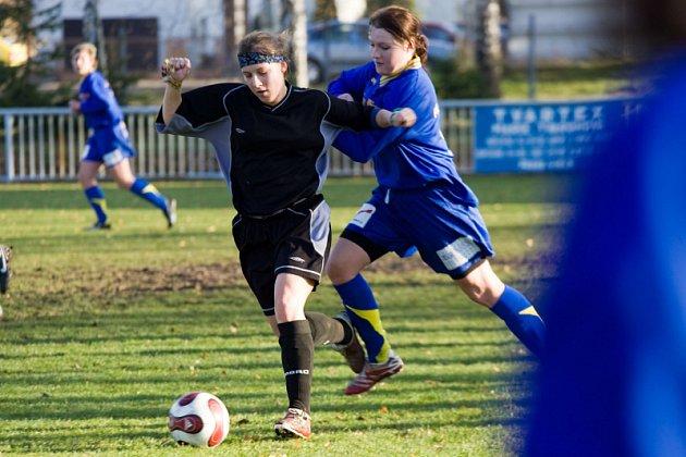 Fotbal III. liga žen: Uhlířské Janovice - Rokytnice v O. h. 2:0, sobota 15. listopadu 2008