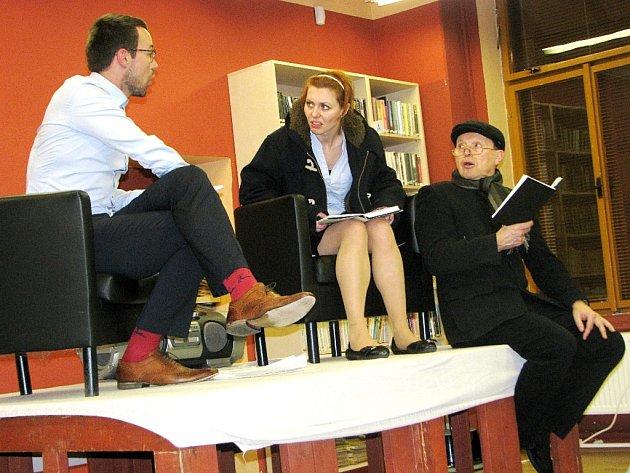 Listování v kutnohorské knihovně 31. ledna 2013.