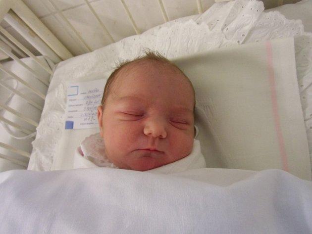 Anežka Jiroušková se narodila 13. prosince v Čáslavi. Vážila 3500 gramů a měřila 50 centimetrů. Doma v Čáslavi ji přivítali maminka Marie, tatínek Aleš a bratr David.