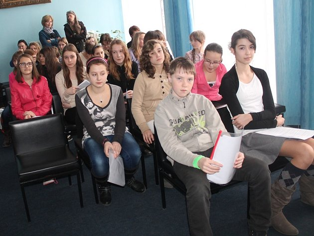Soutěžní přehlídka dětských recitátorů v Tylově divadle v Kutné Hoře 6. března 2014